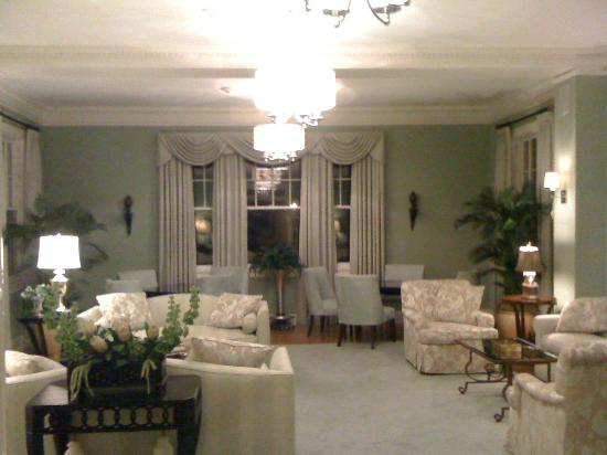 The King's Daughters Inn: The Living Room