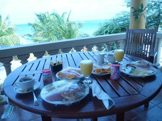Aruba Surfside Marina: Breakfast at surfside