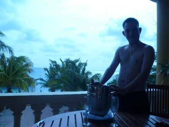 Aruba Surfside Marina: champagne on patio