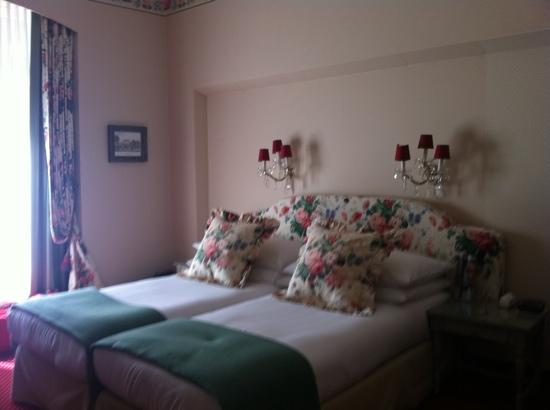 Romantik Hotel Europe: Spacious Room