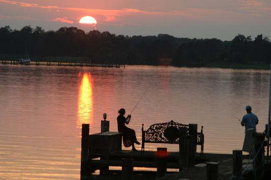 Miles River Guest House: Enjoy fishing, crabbing or just watching sunsets