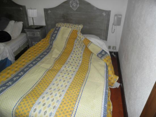 Hotel Restaurant Ma Petite Auberge: Un lit