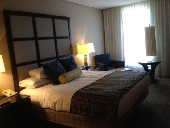 Hyatt Regency Montreal: nice modern rooms