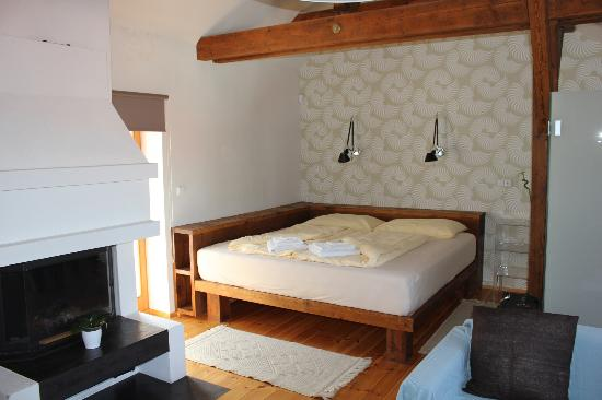 Arcadia Residence: Bed Area