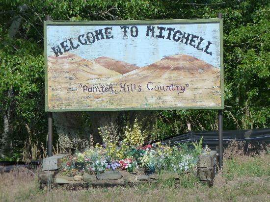 Oregon Hotel: Mitchell - Begrüßungsschild an der Main Street