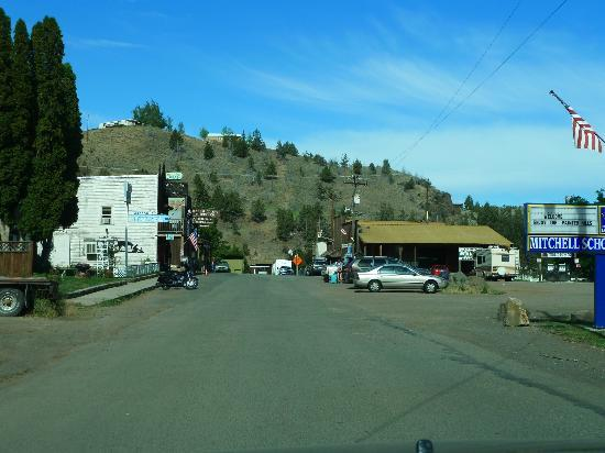 Mitchell - Blick in die Main Street, links liegt das Oregon Hotel