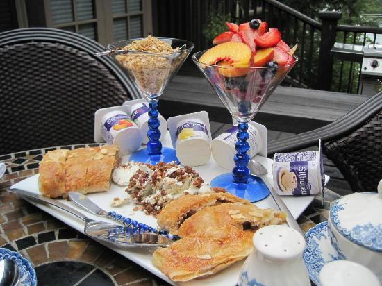 Dragonfly Dock Bed and Breakfast: Just the start of a wonderful breakfast!