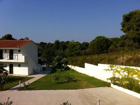 Eliso Studios & Apartments: Our balcony view 