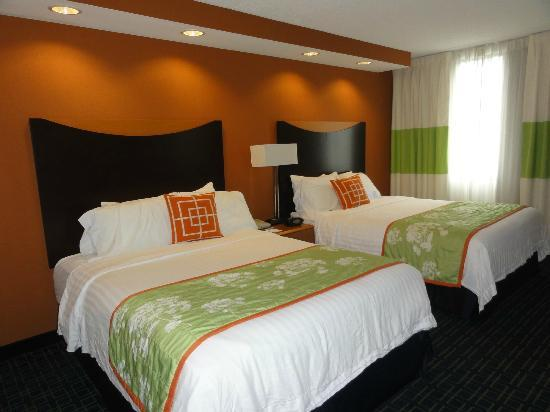 Fairfield Inn & Suites Cleveland Beachwood: Queen Suite - Bedroom
