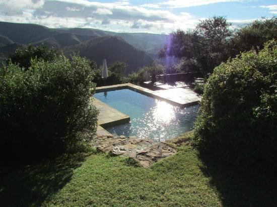 Camp Figtree: Clean pool with stunning mountain view