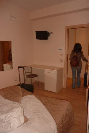 Hotel Fawlty Towers: Habitación