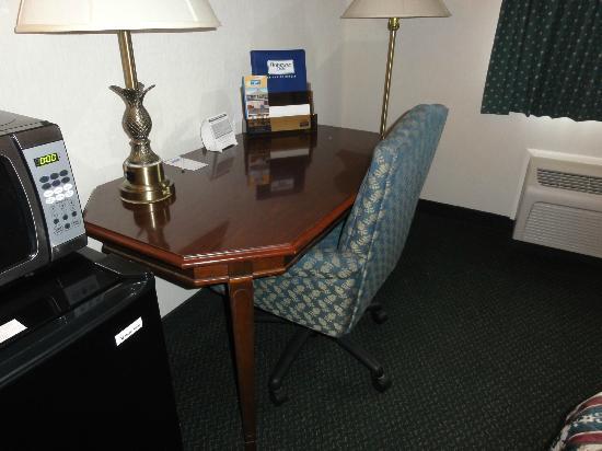 Rodeway Inn Wooster: Desk