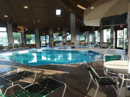 Rodeway Inn Wooster : Pool area was quite large; hot tub off to the side also