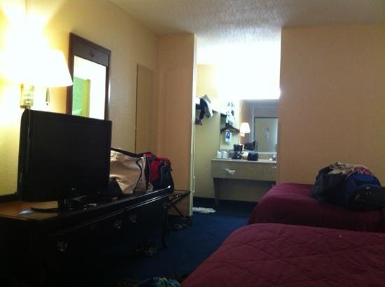 Quality Inn: room shot