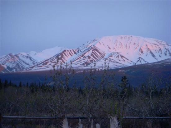Kluane Bed & Breakfast: view of the mountains