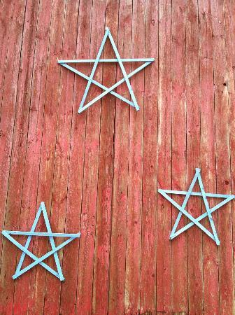 Patchwork Quilt Inn: Starry side of the barn