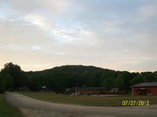 Cooperstown Beaver Valley Cabins & Campsites : sunset over the mountains