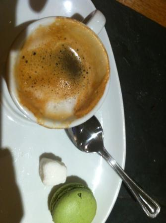 The Cricket Inn: macchiato with pistachio macroon
