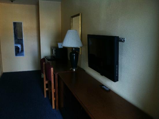 Motel 10: Room