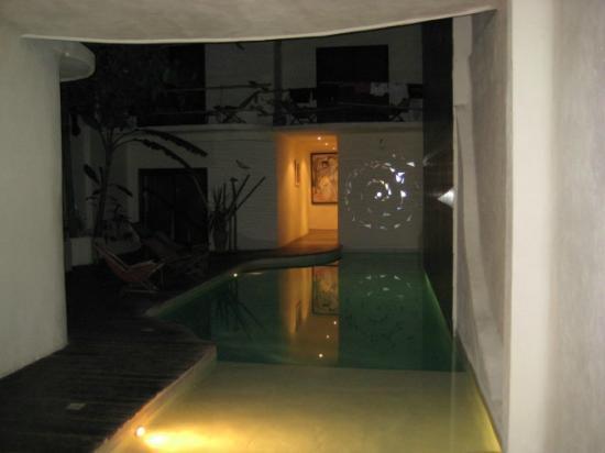 Kinbe Hotel: Alberca muuuy helada