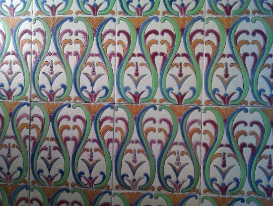 Hotel La Fenice Et Des Artistes: Wonderful antique tiles in the shower