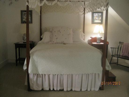 Pheasant Run Farm: Violet's Room