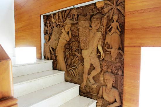 Luta Resort Toraja: stairway art