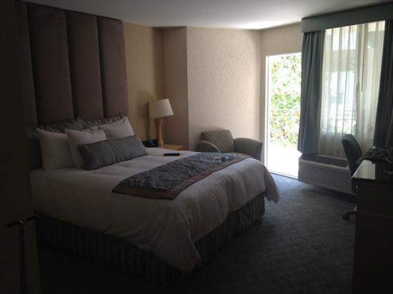 The Belamar Hotel : Very comfy and stylish rooms! The photo doesn't do it justice!
