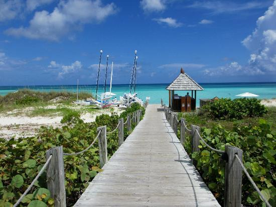 COMO Parrot Cay, Turks and Caicos: walking down to the beach