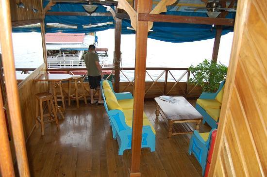 Hotel Olas: Second floor deck