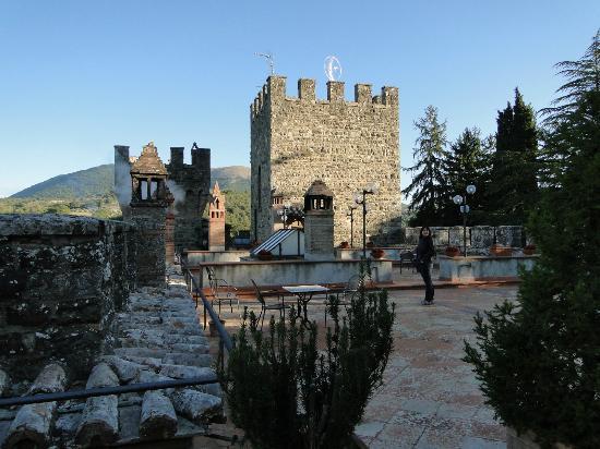 Castello dell'Oscano: castle
