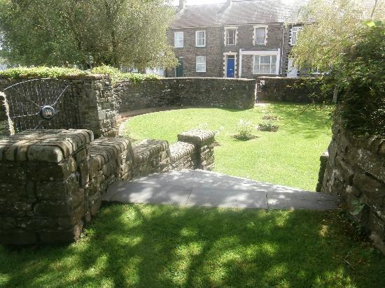 Hywel Dda Centre: The entrance to the 'Women's Garden'