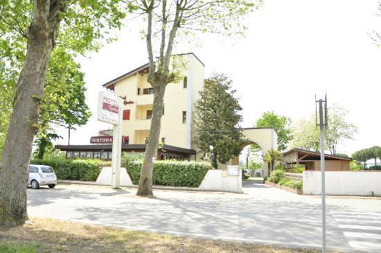Hotel Ristorante Garden: Hotel