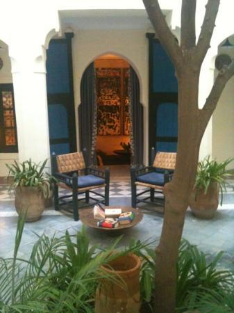 Riyad El Cadi: the blue house courtyard