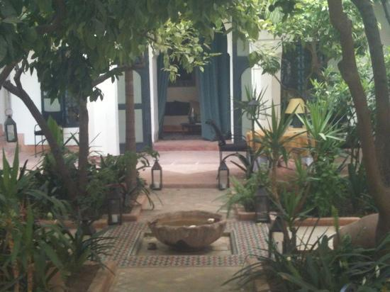 Riyad El Cadi: main courtyard with free wifi