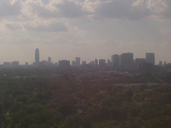 Hilton Houston Plaza/Medical Center: Hazy afternoon from my window on one of the top floors 