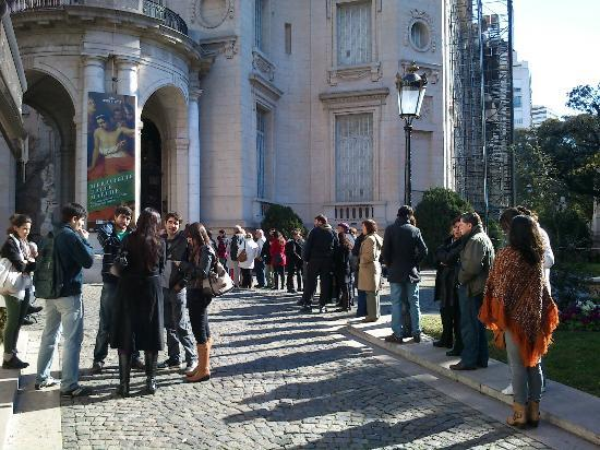 Museo Nacional De Arte Decorativo: The queue on a Sunday midday