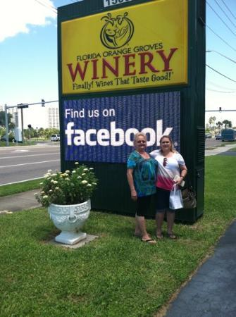Florida Orange Groves and Winery: Susan and Susann at the Florida Orange Grove Winery