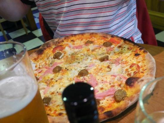 Royal Burgh Cafe: Pizza