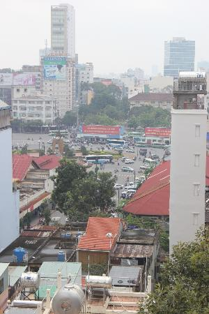 Golden Central Hotel: Looking down at Ben Thanh Market