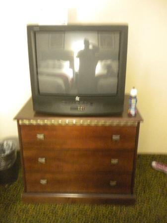 BEST WESTERN Auburndale Inn & Suites: TV too small