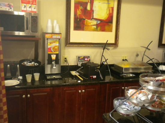 Best Western Auburndale Inn & Suites: Great Waffles