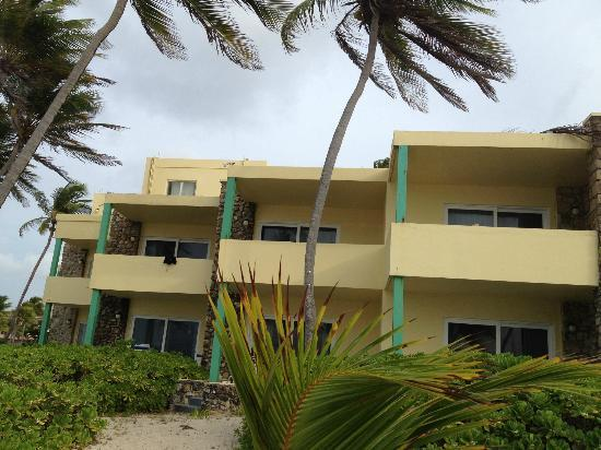 The Palms at Pelican Cove : view of hotel room cluster from beach