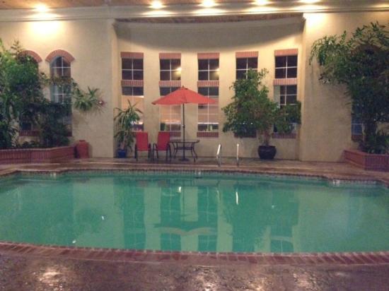 La Quinta Inn & Suites Los Banos : Beautiful indoor pool area