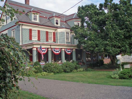 Main Street Manor Bed & Breakfast Inn: View of the Hotel 