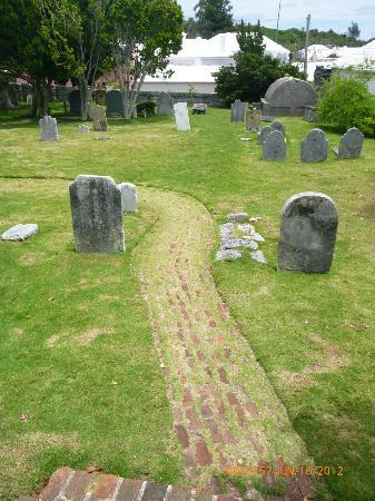 St. George, Bermuda: Graveyard path