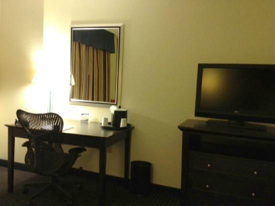 Hampton Inn and Suites Los Angeles - Anaheim - Garden Grove: Work desk, chair, and television