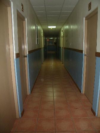Parador Boquemar: Pasillos hacia las habitaciones
