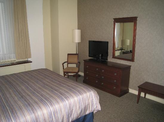 Le Square Phillips Hotel & Suites: bedroom