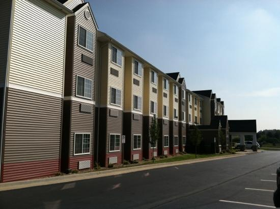 Microtel Inn & Suites by Wyndham Kalamazoo: outside